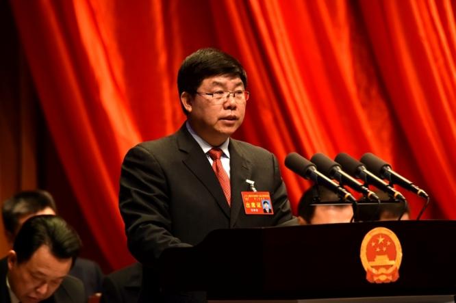 区人大常委会主任石诗龙作区人大常委会工作报告