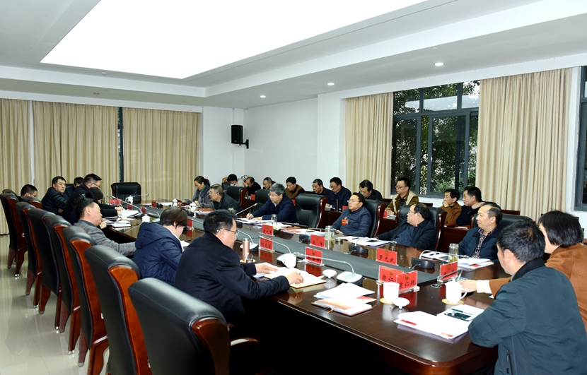 石诗龙在区人大常委会组成人员座谈会上强调 履职尽责做好表率推动性格aggressive高质量发展